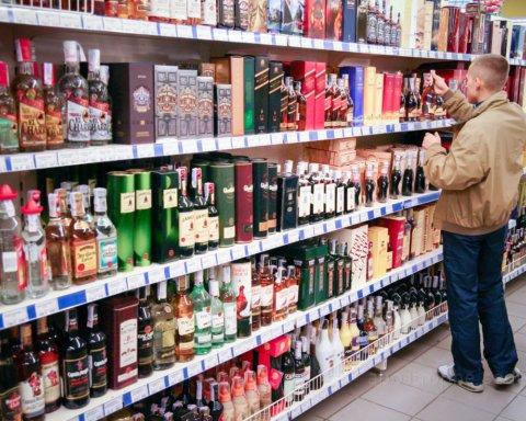 В Украине решили ударить по суррогатному алкоголю принудительным подорожанием
