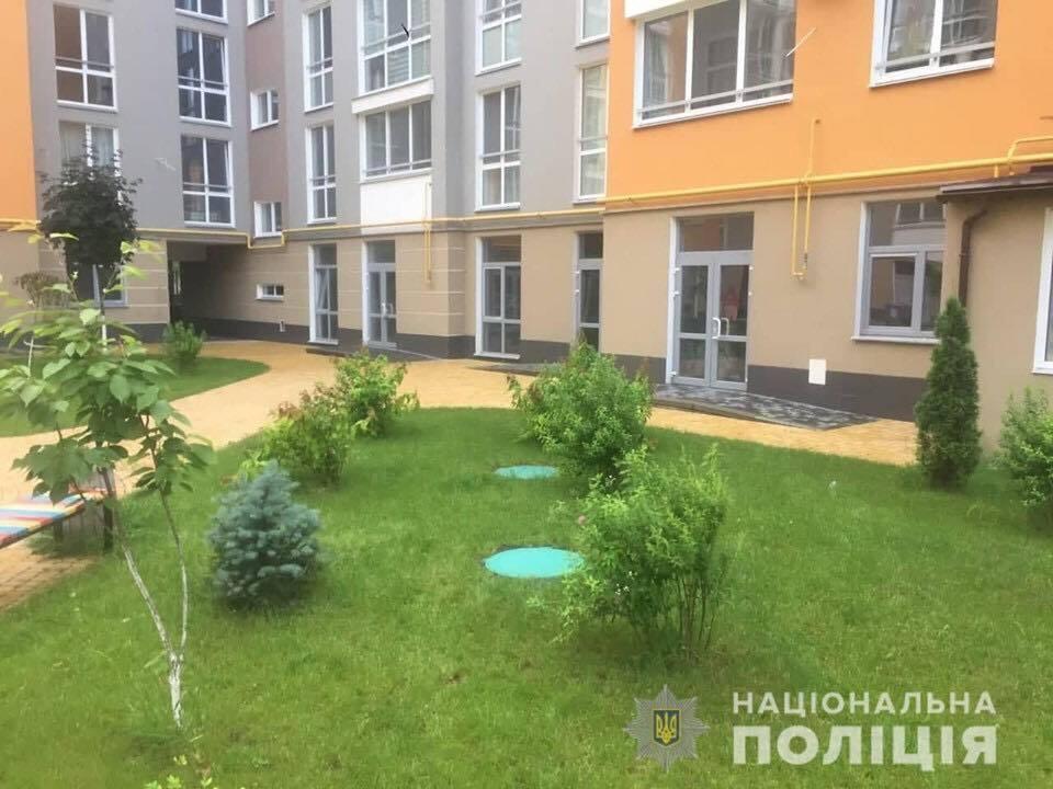 Дитина провалилася у каналізацію: під Києвом сталася жахлива НП