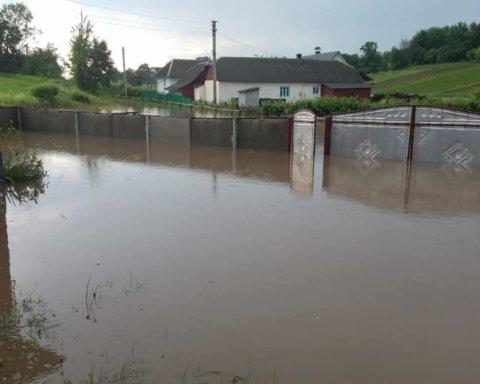 Непогода разрушила село в Тернопольской области: появились фото последствий