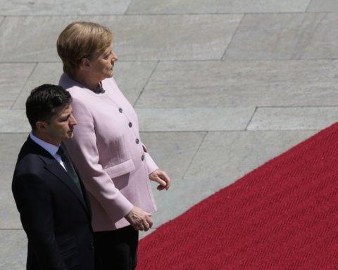 """Зеленський розповів, чому не допоміг """"тремтячій"""" Меркель"""