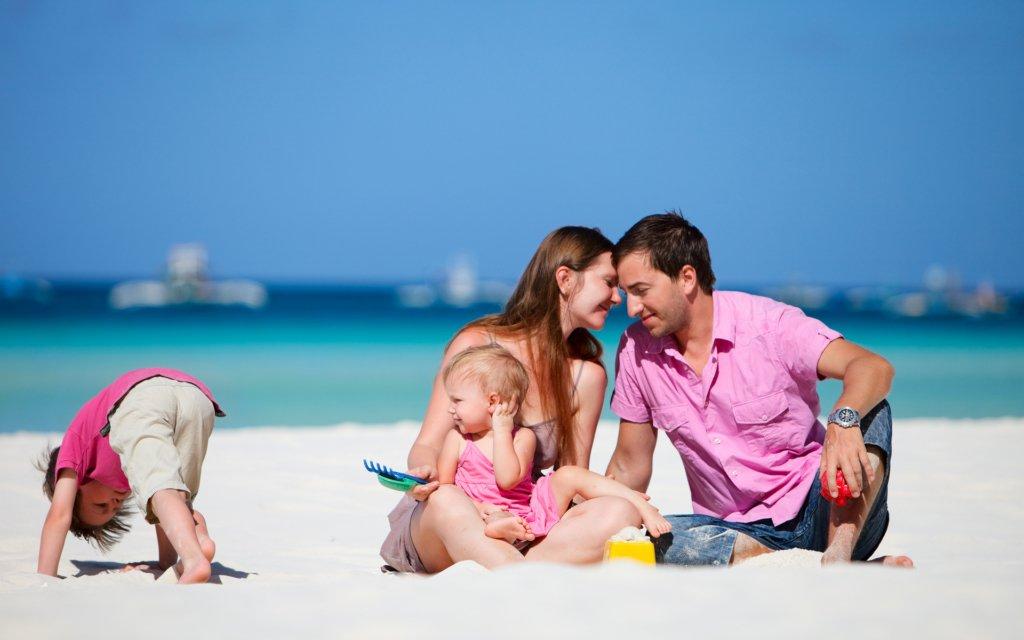 Батькам до уваги: що потрібно взяти з собою, коли подорожуєте із дітьми