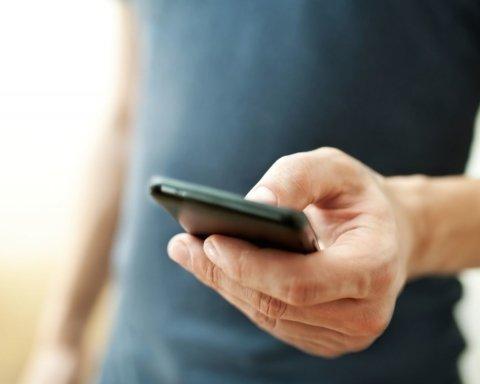 Ученые показали, как будут выглядеть зависящие от смартфонов люди в 2100 году