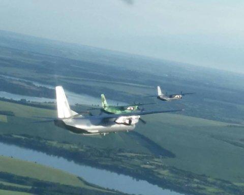 Льотчики ЗСУ виконали унікальний політ: яскраві кадри