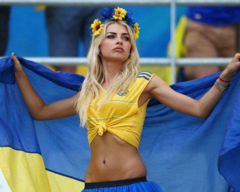Відбір на Euro-2020: один з авторів розгрому збірної Сербії розцілував журналістку