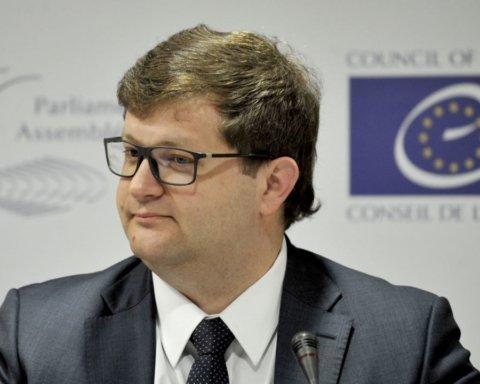 »Не надо перекладывать свой провал на других»: член украинской делегации в ПАСЕ обвинил Зеленского