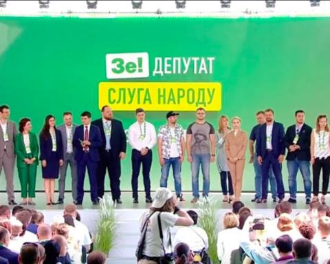 СМИ узнали о «сходке» партии Зеленского на День Конституции