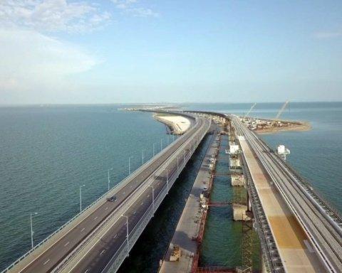 Так виглядає безвихідь: шокуючі фото Керченського мосту