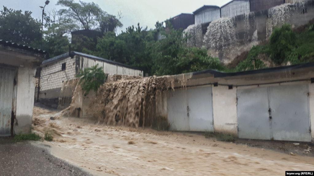 Окупований Крим затопила потужна злива: опубліковано фото і відео