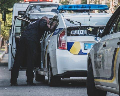 В центре Киева произошло серьезное ДТП с такси Uber: подробности и кадры с места