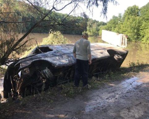 Химикаты в реке Рось: что происходит в районе экологической катастрофы