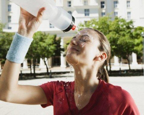 Медики пояснили, як вберегти себе у спекотну погоду