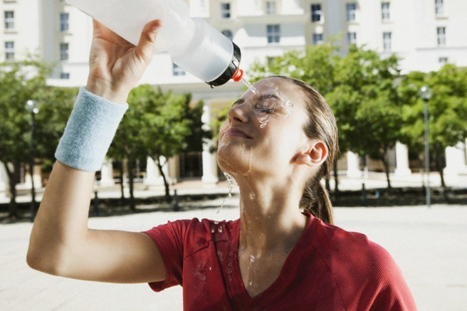 Медики объяснили, как уберечь себя в жаркую погоду