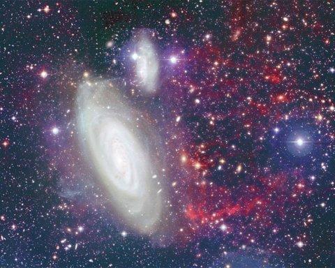 Подкрадывается к Млечному Пути: Hubble показал странную галактику