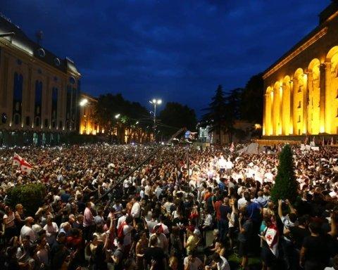 Протесты в Грузии не утихают: действующую власть обвинили в пророссийскости