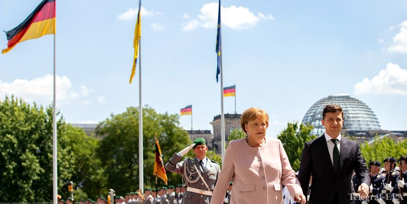 Тремтіла та похитувалась: що трапилося з Меркель під час зустрічі з Зеленським
