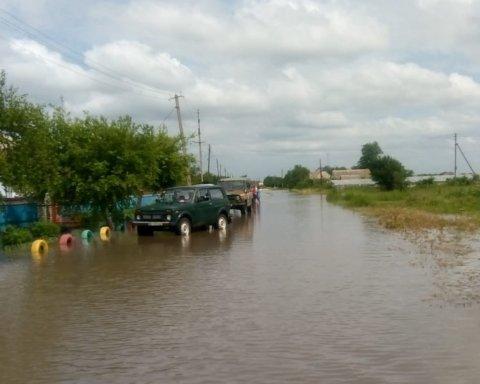 Последствия непогоды: в Украине затопило сотни домов