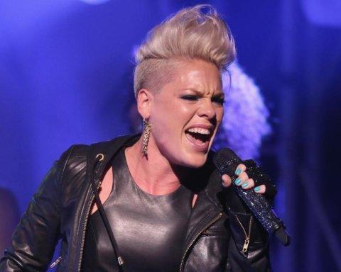 Имя дала соответствующее: фанатка Pink родила дочь прямо на концерте