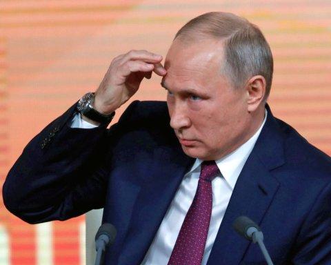 Какая-то болезнь: странные движения Путина попали на видео
