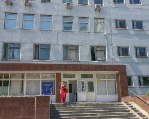 Померла, не дочекавшись лікаря: подробиці і кадри НП у поліклініці Києва