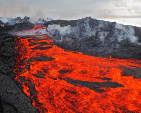 Потужне виверження вулкана знищило цілий острів: наслідки жахають