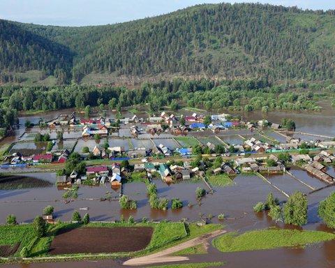 Появились шокирующие фото смытых паводком домов в России