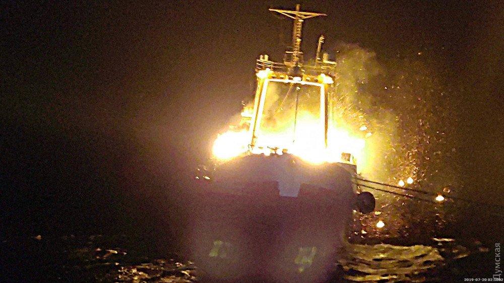 На узбережжі Мавританії спалахнув та потонув український траулер, є жертви