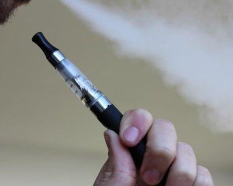 """Американські медики назвали небезпеку """"нешкідливих сигарет"""": що відомо"""