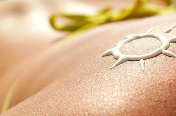 Лікарі назвали головні продукти, які борються із раком шкіри