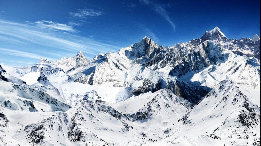 Сюрпризи погоди: Південні Карпати замело снігом