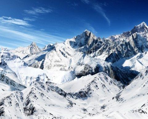 Сюрпризы погоды: Южные Карпаты замело снегом