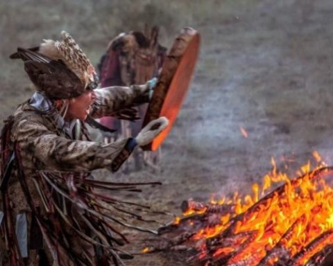 Россия будет бороться с пожарами в Сибири с помощью шаманов, которые «вызывают» дожди