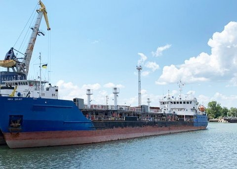 Російський екіпаж затриманого танкеру автобусом покинув Україну – ЗМІ