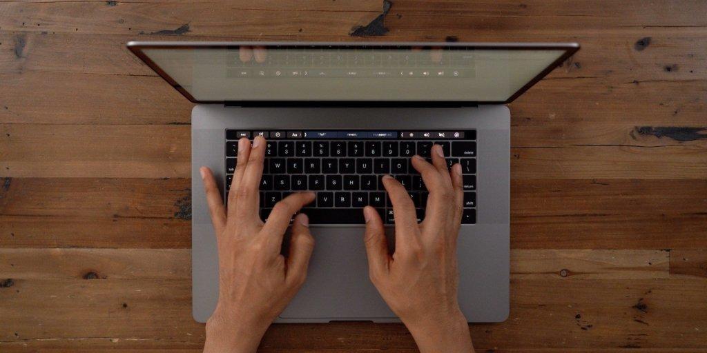 Можно управлять камерой: в MacBook обнаружили серьезный недостаток