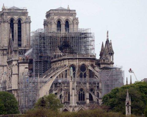 Через аномальну спеку у Франції може обрушитися Нотр-Дам