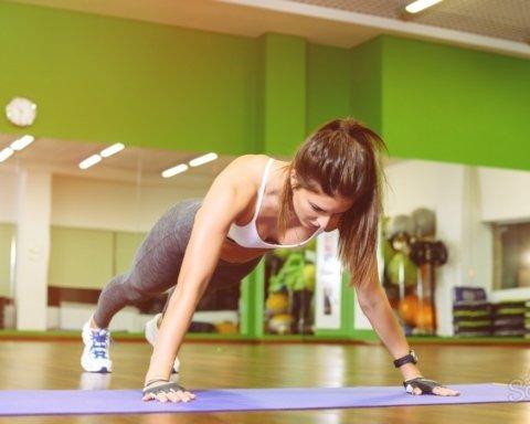 Одна хвилина на день: лікарі розповіли про вправу, яка замінює спортзал