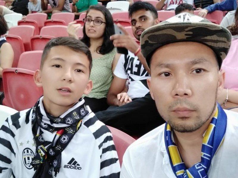 Хлопчик вибіг на поле заради фото з Роналду і став зіркою інтернету