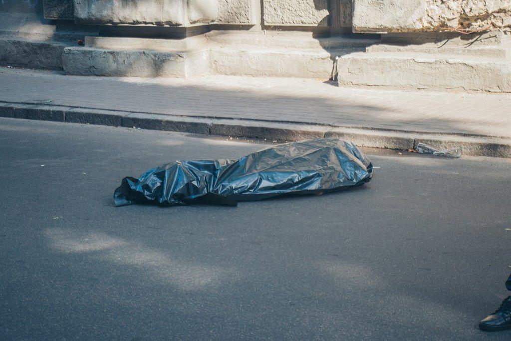 Мужчина спрыгнул с моста влюбленных в Киеве: первые подробности