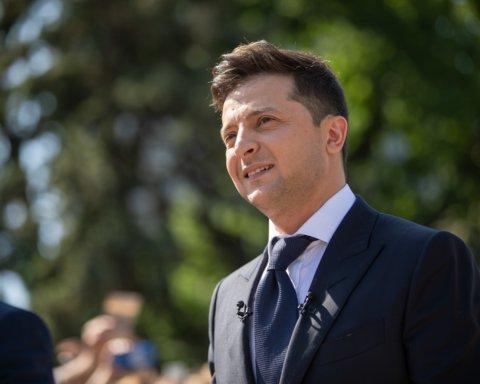 Увольнение за прогулы и кнопкодавство: как Зеленский пытается ограничить роль парламента