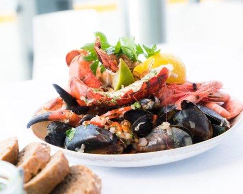 Дієтологи розповіли, кому протипоказані морепродукти