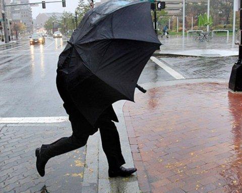 Надвигается буря: украинцев предупредили о резком ухудшении погоды