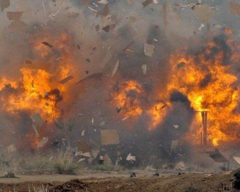 Автобус підірвався на бомбі, десятки людей загинули: деталі з місця НП