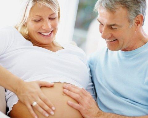 """Нікого не слухайте: лікарі спростували поширений міф про """"пізню"""" вагітність"""