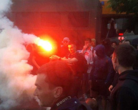 Телемост с пропагандистами: возле здания телеканала NewsOne началась акция протеста