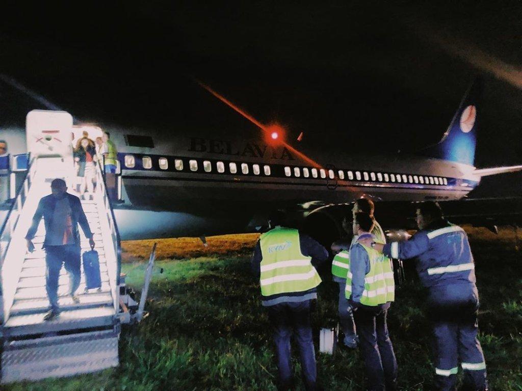 Літак викотився за злітно-посадкову смугу: перші подробиці