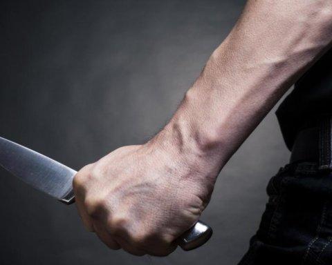 Воткнули нож в сердце: в Киеве произошло ужасное ЧП с подростком