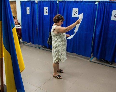 Не встигли відчинитись дільниці: спостерігачі вже рапортують про порушення на виборах