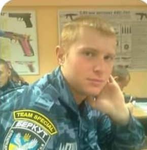 Б'є по голові і зриває золото: у Києві затримали небезпечного злодія