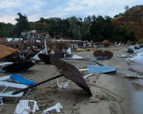 Появились фото последствий смертельного шторма в Греции, где погибли семь человек
