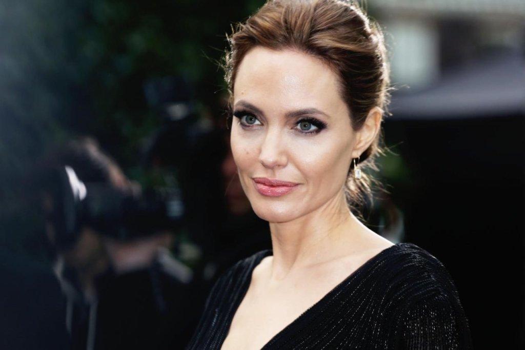 Чому Джолі досі самотня після розлучення з Піттом: названо несподівану причину