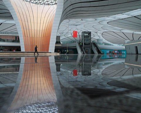 Китайці побудували найбільший аеропорт в світі: вражаючі кадри